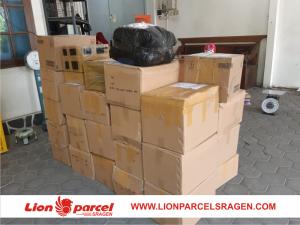 tumpukan barang kirim lion sragen